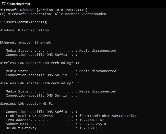 Het opdrachtenprompt-scherm, waar het IP-adres is te achterhalen op Windows